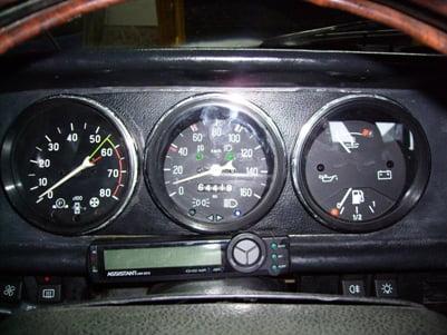 установленные приборы от ВАЗ 2106 и 2105